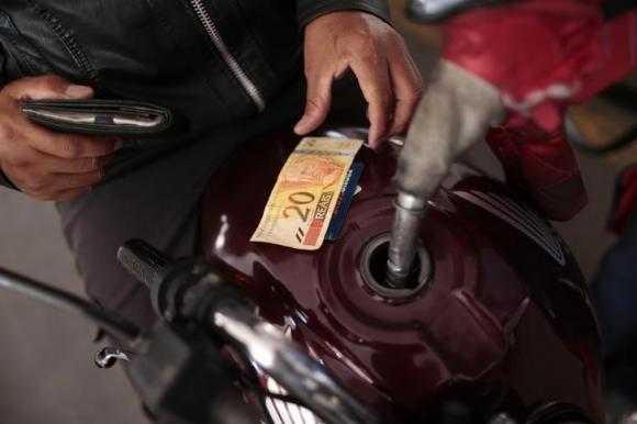 Giá dầu tăng 20% và đã vượt ngưỡng 50 USD/thùng - Ảnh minh họa