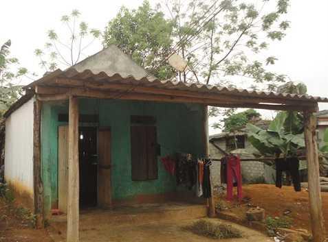 Căn nhà của vợ chồng Vi Văn Phong    Ảnh: Hồ Quang (NNVN)
