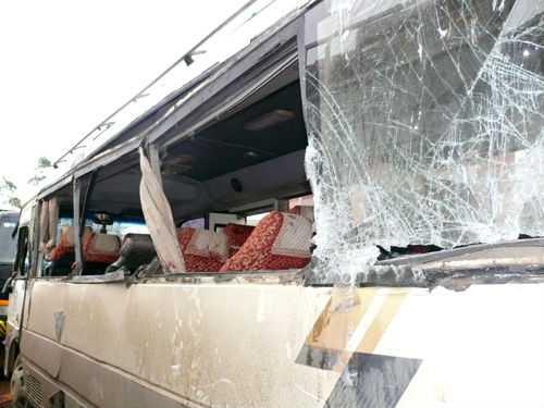 Hai chiếc xe bị hư hỏng nặng sau vụ tai nạn nghiêm trọng. Ảnh: Công an Thanh Hóa.
