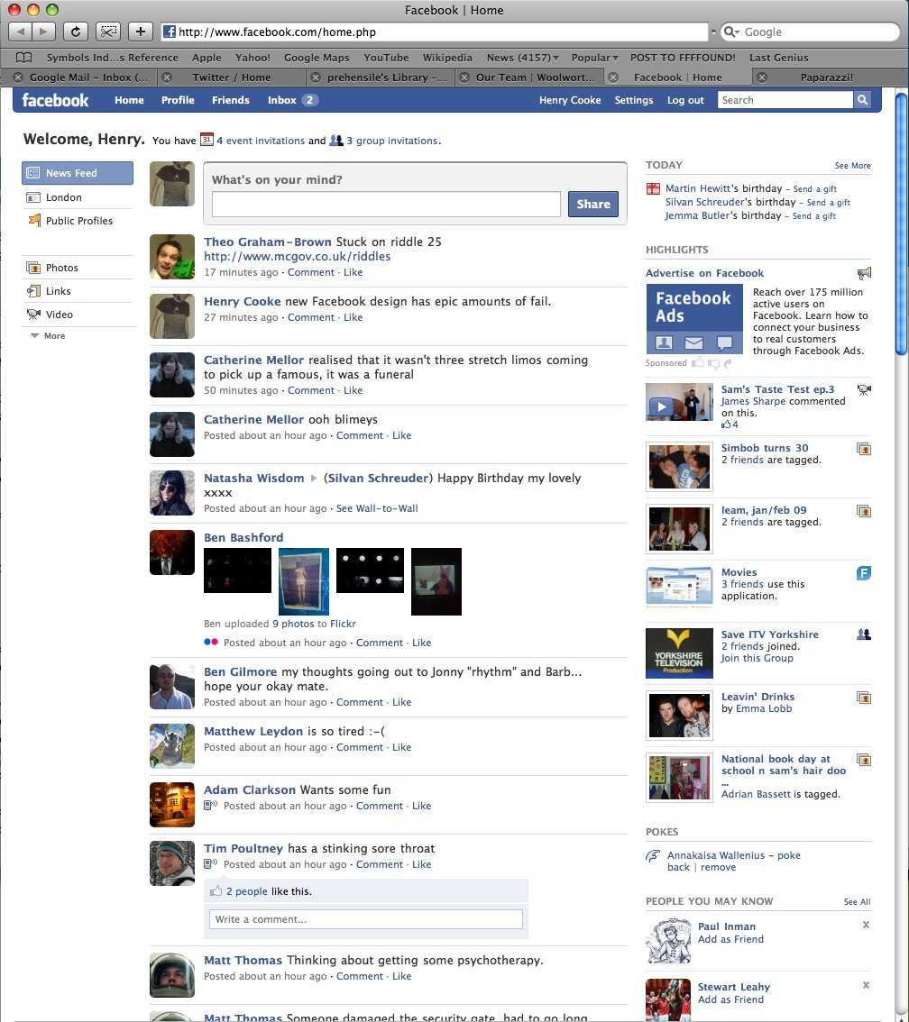 Năm 2009, Facebook đã có một bộ mặt mới. Trang chủ được thay đổi khá nhiều và mạng xã hội này đã được trang bị một thuật toán mới giúp sắp xếp các status theo thứ tự