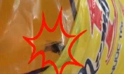 Hình ảnh con ruồi trong chai nước ngọt mang nhãn Number 1 được cho là sản phẩm của Tân Hiệp Phát