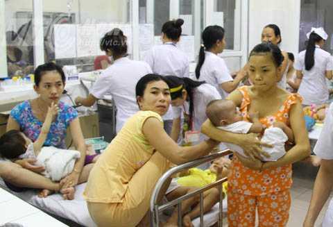 Tình trạng quá tải diễn ra ở nhiều bệnh viện.