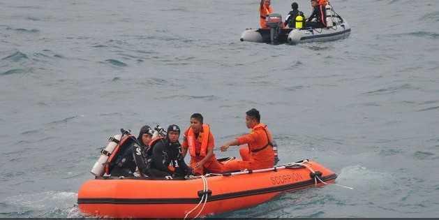 Các thợ lăn tìm thấy thi thể phi công QZ8501 trong buồng lái