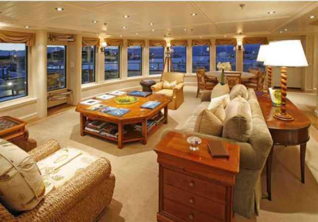 Cận cảnh một phòng khách sang trọng trên du thuyền