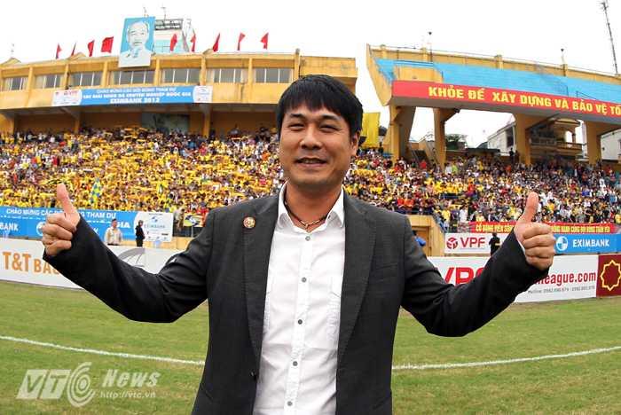 HLV Hữu Thắng ấp ủ những giấc mơ lớn cho sự triển bóng đá quê nhà xứ Nghệ (Ảnh: Quang Minh)