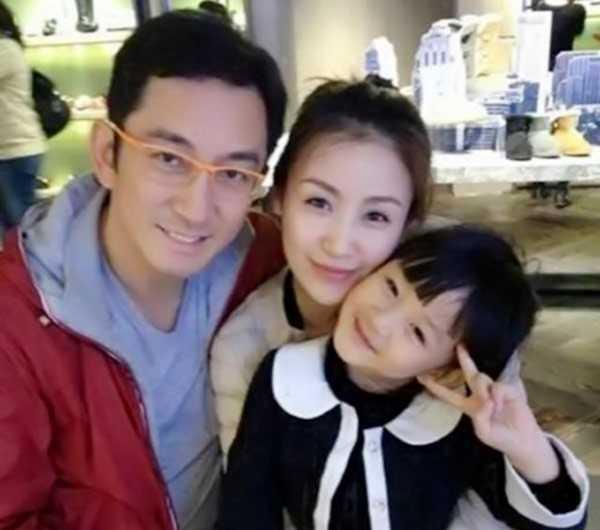 Gia đình Ngô Khải Hoa - Thạch Dương Tử khi còn hạnh phúc.