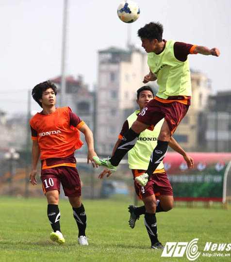 U23 Việt Nam nỗ lực vượt khó (Ảnh: Quang Minh)