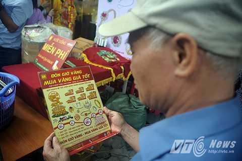 Theo ghi nhận của PV báo điện tử VTC News, năm nay lượng người đổ xô đi mua vàng đông hơn nhiều lần so với mọi năm
