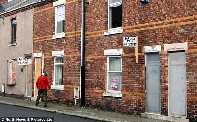Những ngôi nhà không có người ở dù nó được bán với giá chỉ 1 bảng Anh