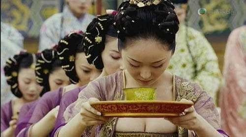 Cảnh quay quá nóng bỏng trong Hoàng Kim Giáp.