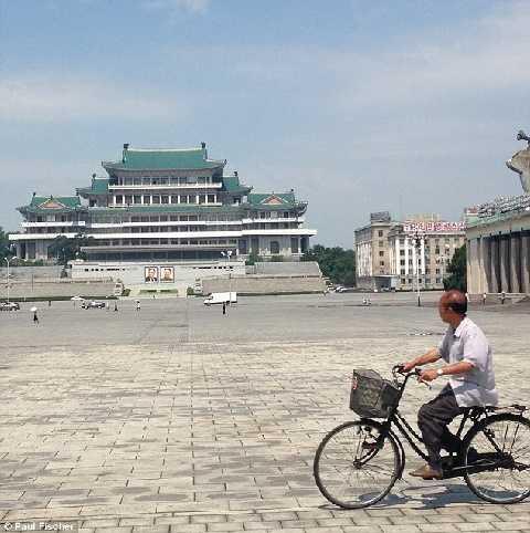 Không phải khách du lịch nào cũng được chụp ảnh tại thủ đô Bình Nhưỡng