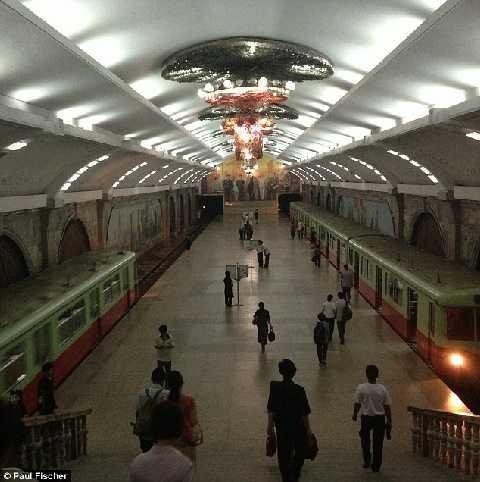 Ga tàu điện ngầm Bình Nhưỡng, nơi được ví như cung điện Vladivostok lộng lẫy chỉ có hai ga tàu hoạt động