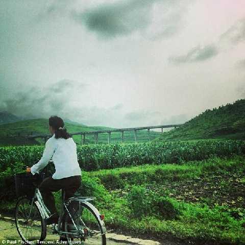 Xe đạp là phương tiện đi lại chủ yếu