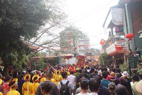 Hội làng thu hút sự quan tâm của không chỉ người dân mà còn của cả du khách thập phương.