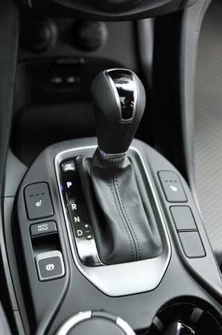 """Vô lăng trợ lực điện 3 chế độ """"Normal"""", """"Comfort"""" và """"Sport"""" thay đổi bằng 1 nút bấm giúp lái xe tùy biến theo mỗi cung đường"""