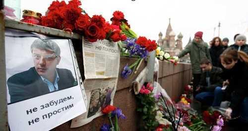 Người dân Nga đặt hoa tỏ lòng tiếc thương lãnh đạo phe đối lập Boris Nemtsov