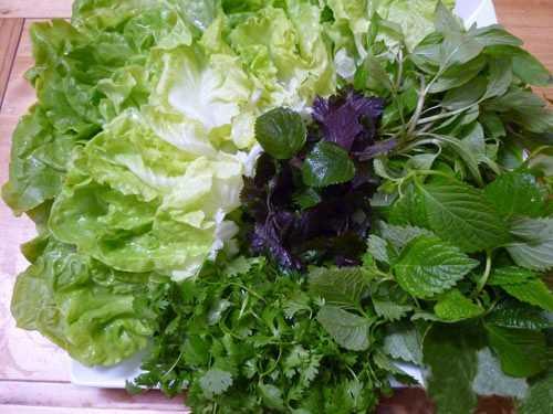 Ăn rau sống giúp bổ sung thêm vitamin cho gan.