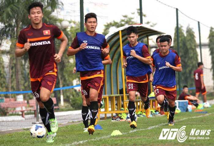 Cường độ vận động mạnh khiến nhiều cầu thủ U23 Việt Nam bị ngợp  (Ảnh: Quang Minh)