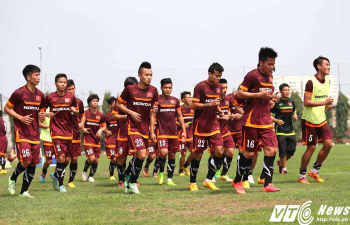U23 Việt Nam lúc nào cũng trong tư thế... chạy (Ảnh: Quang Minh)