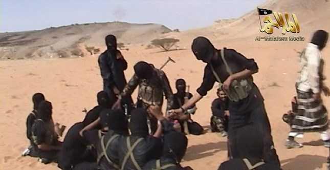 Hình ảnh cắt từ đoạn clip trên Internet mô tả một trại huấn luyện của Al Qeda ở bán đảo Arab (Nguồn: AFP)
