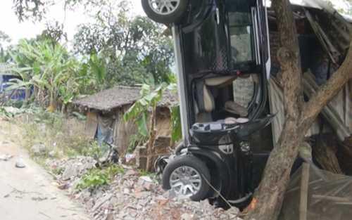 Chiếc xe gây tai nạn do ông Lãnh Đức Dũng điều khiển