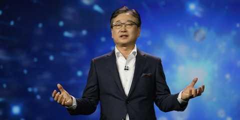CEO Samsung - ông BK Yoon trong một bài phát biểu.