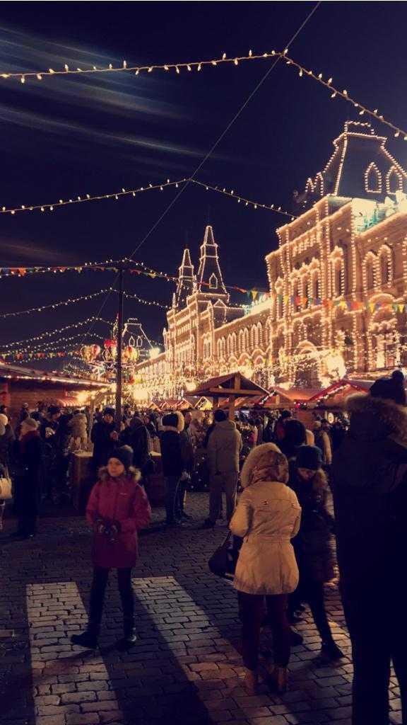 Năm 2014, Evan Spiegel đã đi du lịch khắp nơi trên thế giới, bao gồm: London, Ả Rập Xê-út, Islamabad, và Nga