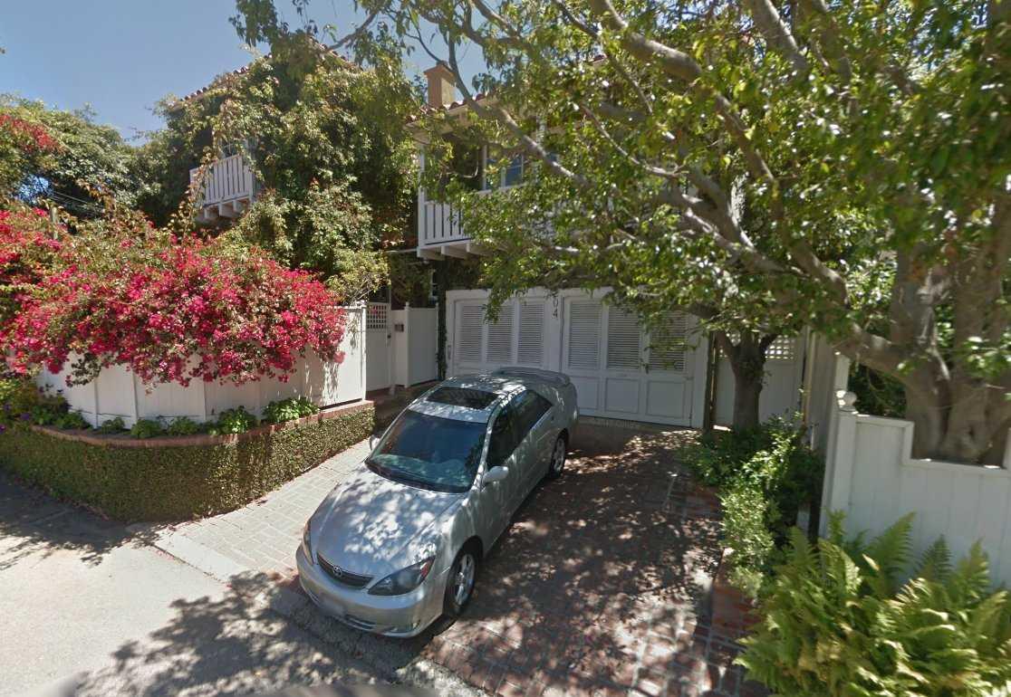 Đến năm 2014, mọi thứ đã thay đổi khi Spiegel mua một căn nhà ở Brentwood, Mỹ với giá 3,3 triệu USD và sở hữu một khuôn viên vô cùng rộng rãi