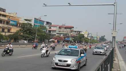 Phương tiện đi lại trên đường Hà Nội hiện được hàng trăm camera giao thông giám sát. Ảnh: Trọng Đảng.