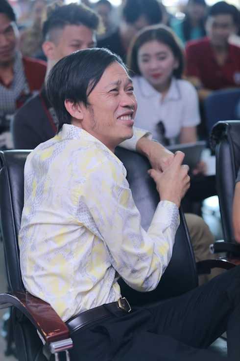 Hoài Linh tại buổi họp báo.