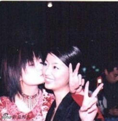 Triệu Vy ôm hôn thắm thiết Lâm Tâm Như.