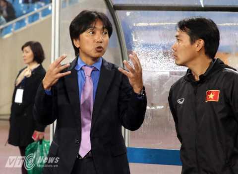 Miura và các học trò đang nhận được sự quan tâm lớn của người hâm mộ (Ảnh: Quang Minh)