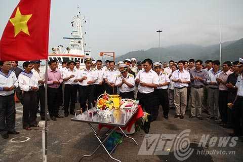 Các cựu chiến binh, nguyên là cán bộ, chiến sỹ Trung đoàn 83 Công binh (E83), Quân chủng Hải quân Việt Nam tổ chức Lễ tưởng niệm 64 liệt sỹ trong trận chiến giữ đảo Gạc Ma cách đây 27 năm.