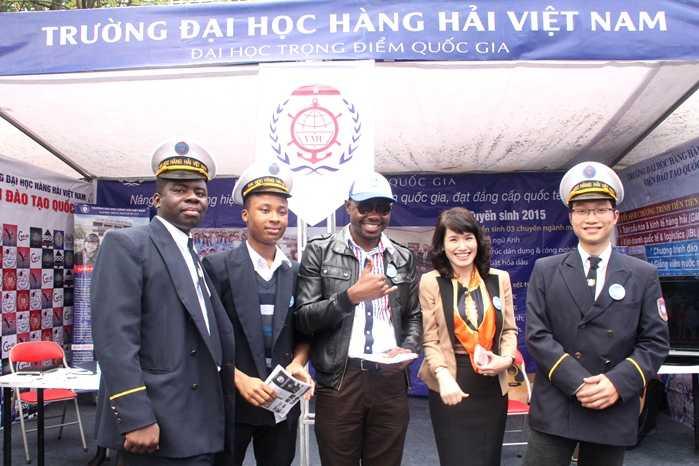 Những học viên ngoại quốc của ĐH Hàng hải Việt Nam cũng tham gia vào ngày hội tuyển sinh