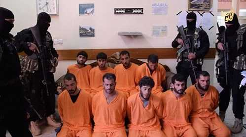 Đoạn đầu của video là cảnh 9 tù nhân đang 'nhận tội'