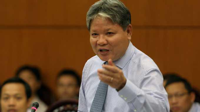 Bộ trưởng Tư pháp Hà Hùng Cường thay mặt Chính phủ xin lùi thời gian trình dự án Luật biểu tình
