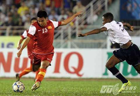 Tiền vệ Đức Huy trong màu áo U19 Việt Nam, đá giải U19 Quốc tế TP.HCM đầu năm 2014 (Ảnh: Quang Minh)