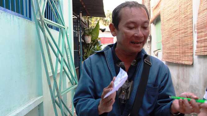 Ông Đỗ Văn Lựu - chủ nhiệm câu lạc bộ diều Sài Gòn - kể lại vụ tai nạn làm chết bé Đạt - Ảnh: Hải Hiếu