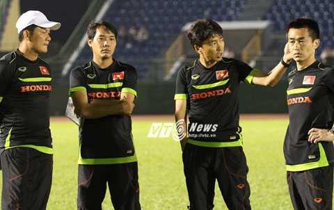 HLV Miura chỉ hài lòng với hàng tiền vệ (Ảnh: Hoàng Tùng)
