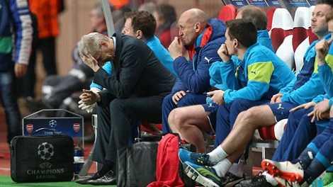 5 lần liên tiếp bị loại ở vòng knock-out là kỷ niệm buồn của thầy trò Wenger