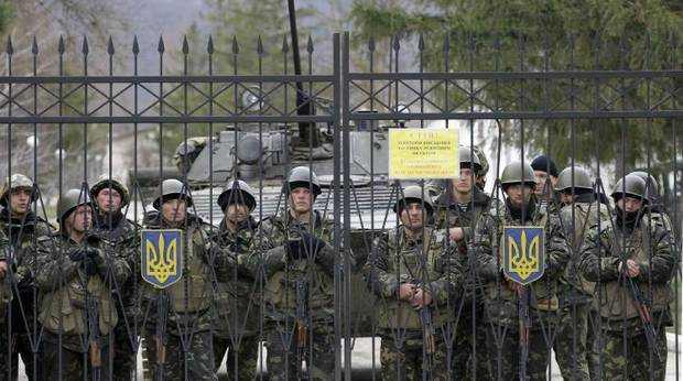 Binh sĩ Ukraine bên trong một căn cứ quân sự
