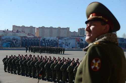 Binh lính sư đoàn đặc nhiệm Dzerzhinsky duyệt binh chuẩn bị kỷ niệm 70 năm Chiến thắng phát xít Đức