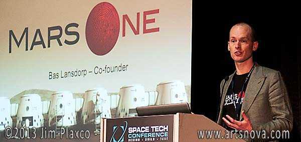Bas Landorp trong buổi họp báo Mars One
