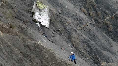 Một mảnh vỡ máy bay Airbus A320 bị rơi ở Pháp