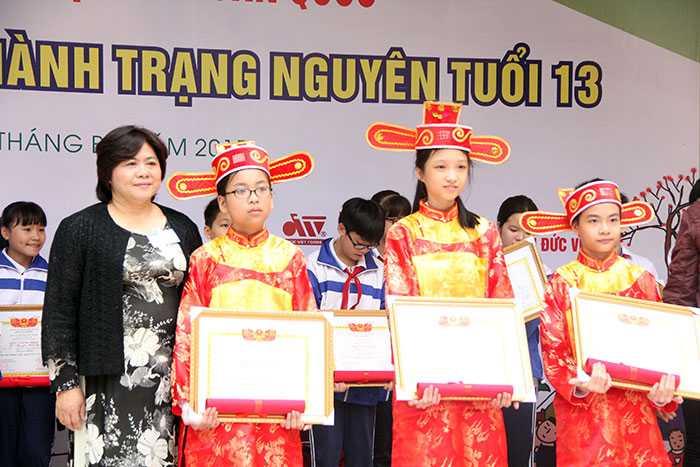 Các học sinh đạt giải Thám hoa