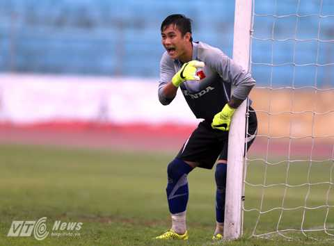 Hoài Anh ghi điểm với HLV Miura từ trận đấu với Hà Nội T&T (Ảnh: Quang Minh)