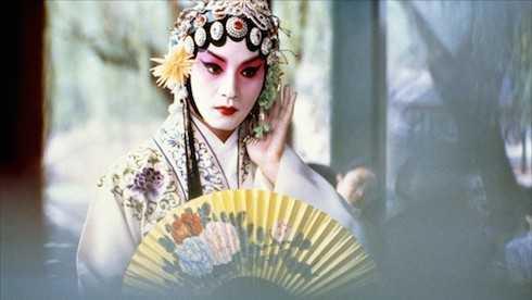 Anh đã dành 6 tháng trời ở lại Bắc Kinh để học về ngôn ngữ cổ của Trung Quốc và cũng để học trình diễn kinh kịch Bắc Kinh.