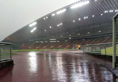 Sân Shah Alam trong mưa (Ảnh: Zing.vn)