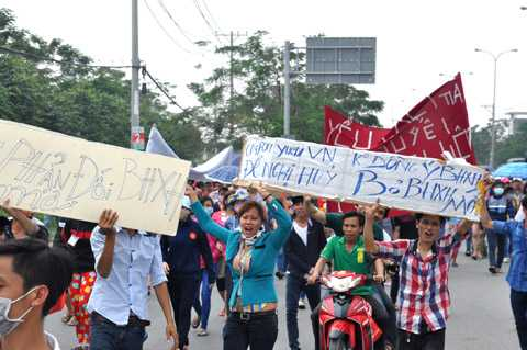 Phản đối Luật Bảo hiểm xã hội mới 2015. Ảnh: Phan Cường