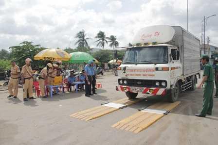Bộ trưởng Thăng đánh giá, tình trạng xe quá tải còn diễn biến phức tạp